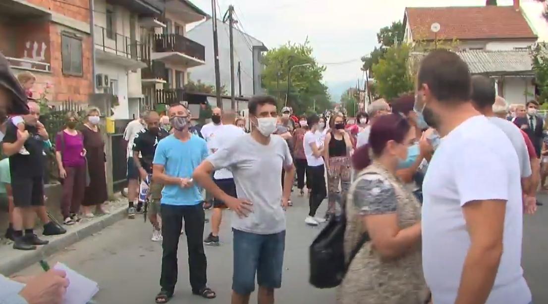 792160-video-gorchepetrovci-protestiraa-protiv-diveeneto-i-trkite-ova-se-nivnite-barana